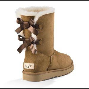 UGG, Bailey Bow II Chestnut EUC Boots Sz 7